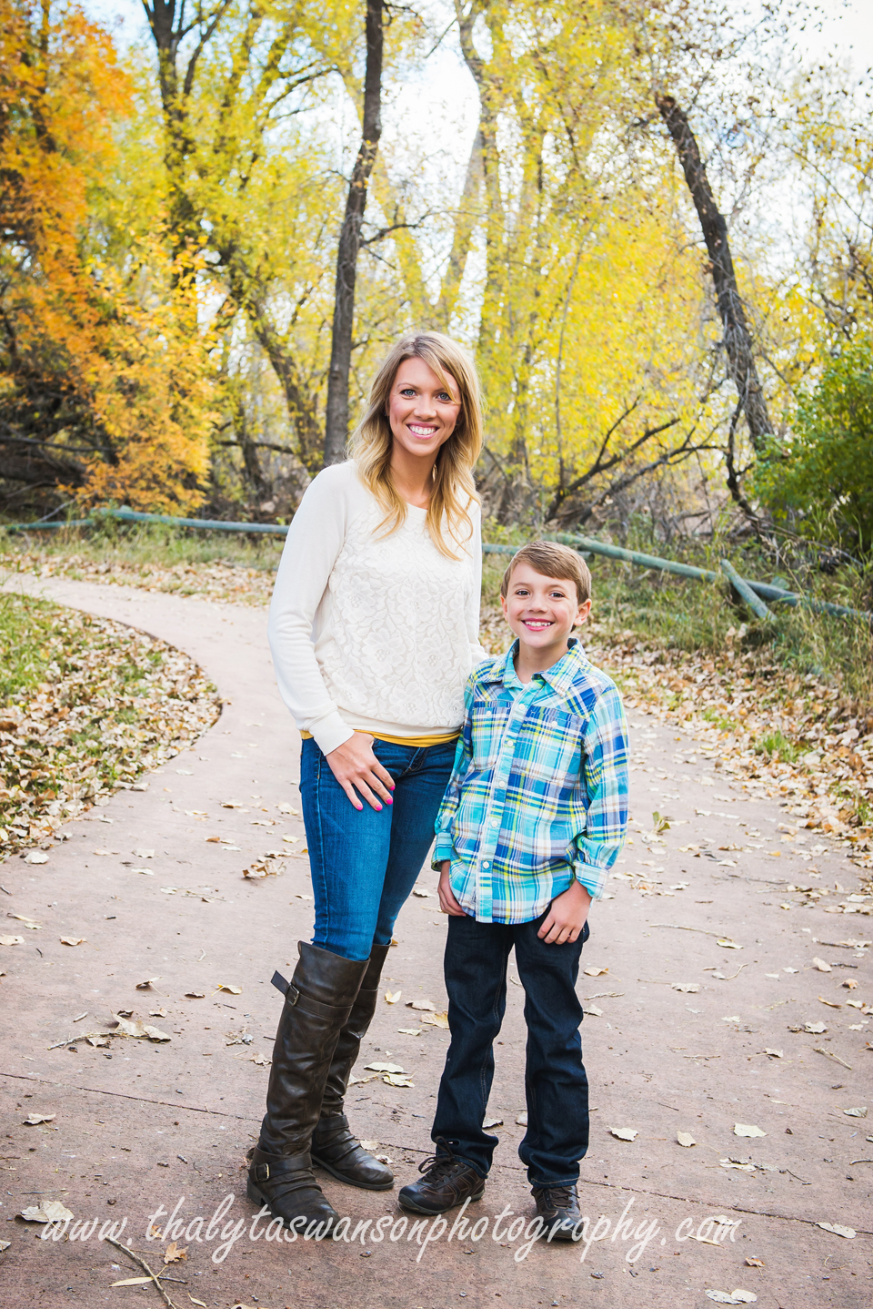 Mom and Son Fall Session - Thalyta Swanson Photography (6)