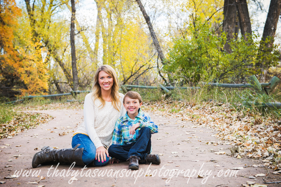 Mom and Son Fall Session - Thalyta Swanson Photography (7)