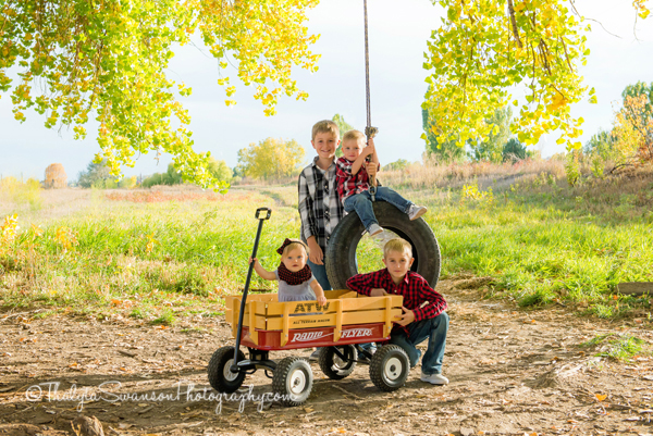 fun-fall-family-session-fort-collins-photographer-thalyta-swanson-photography-3
