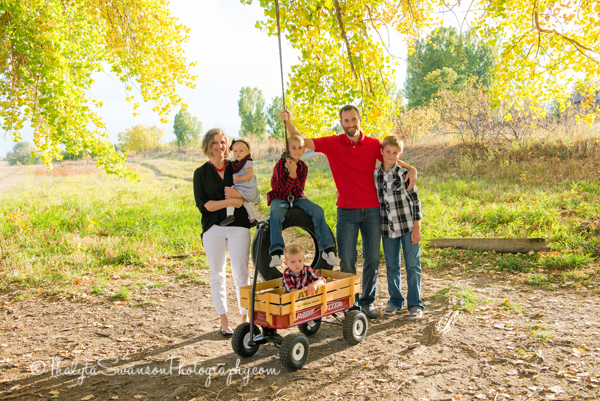 fun-fall-family-session-fort-collins-photographer-thalyta-swanson-photography-4