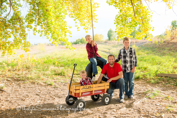 fun-fall-family-session-fort-collins-photographer-thalyta-swanson-photography-5